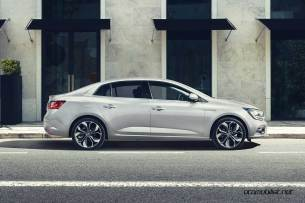 2017-Renault-Megane-Sedan_015