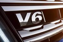 2017-volkswagen-amarok-v6-badge