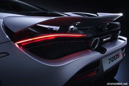 2018 McLaren 720S arka taraf egzost tampon plaka