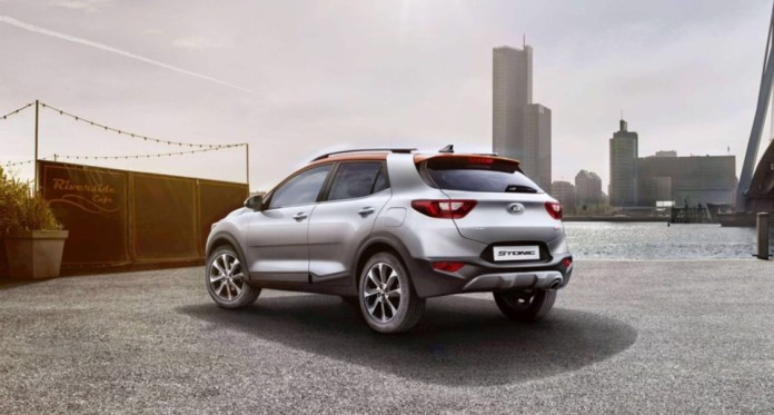 KIA'nın B segmentindeki yeni crossover modeli Stonic Türkiye'de satışa sunuldu. Kompakt SUV segmentine son derece atak ve taze bir yaklaşım getiren Stonic, KIA ürün gamının en son halkasını temsil ediyor. crossover, fiyat, kia, özellik, satış, stonic, suv, teknik veri, türkiye