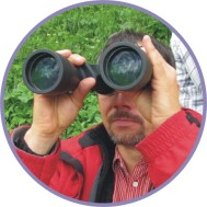 Peter Otparlik mit Fernglas