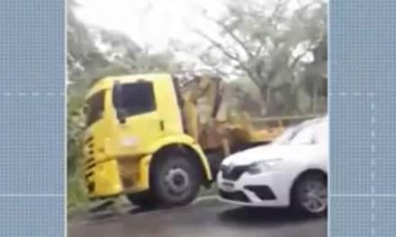 Batida entre carro e caminhão deixa mortos e feridos próximo a Itajuípe