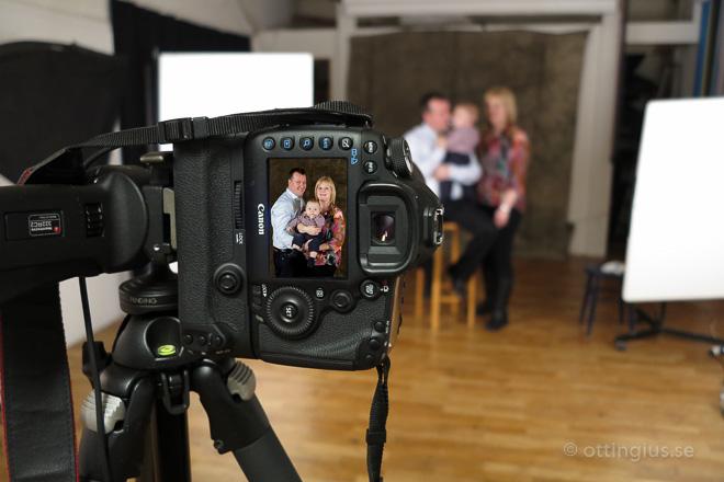 Bakom kameran vid en barnfotografering