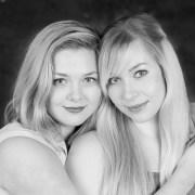 Porträttfoto tjejer par