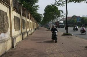 Imagine this scenario multiplied times 10!  Motorbikes go EVERYWHERE.