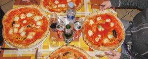 how to eat pizza like an italian