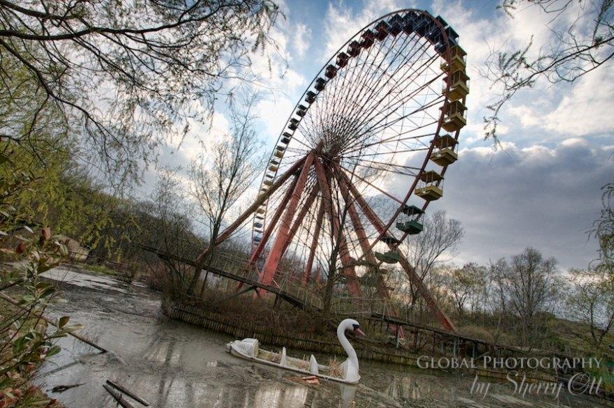 closed amusement park