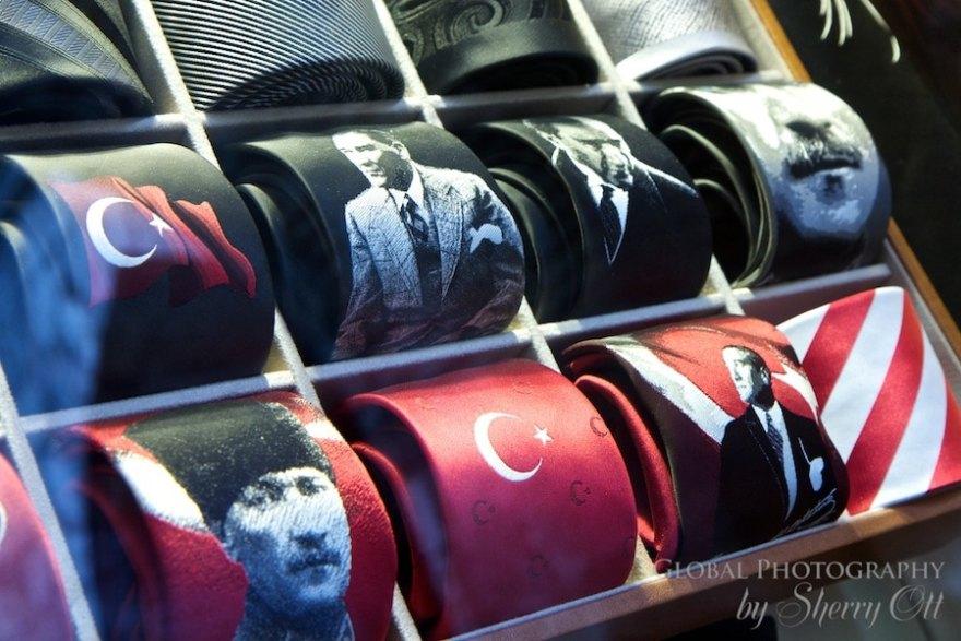 Silk ties with Turkish designs in Bursa
