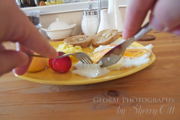 a fork and knife is used to eat breakfast