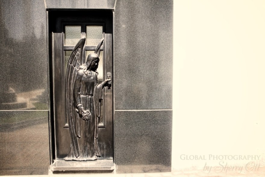 Grave door Buenos Aires