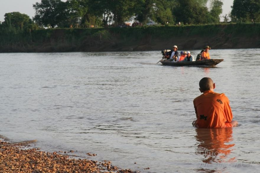 Mekong river laos monks