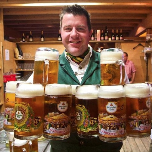 The Incredible Hulk! One of the Cannstatter Volksfest waiters getting his workout - 12 liters of #beer with 2 hands! He even smiled as.I made him hold the pose while I shot a number of pics! #goodsport #enjoystuttgart