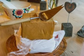 How to make Norwegian brown cheese