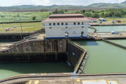 panama canal lock