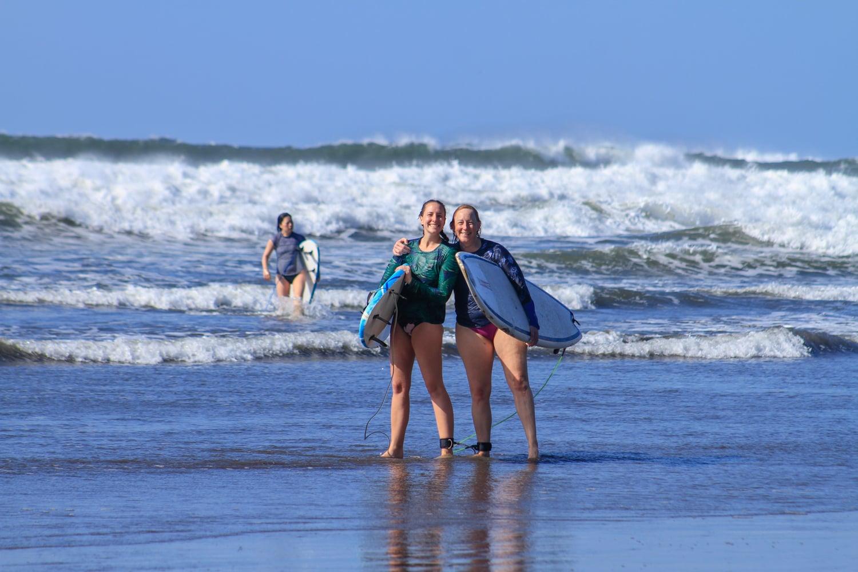 el salvador winter surfing vacation