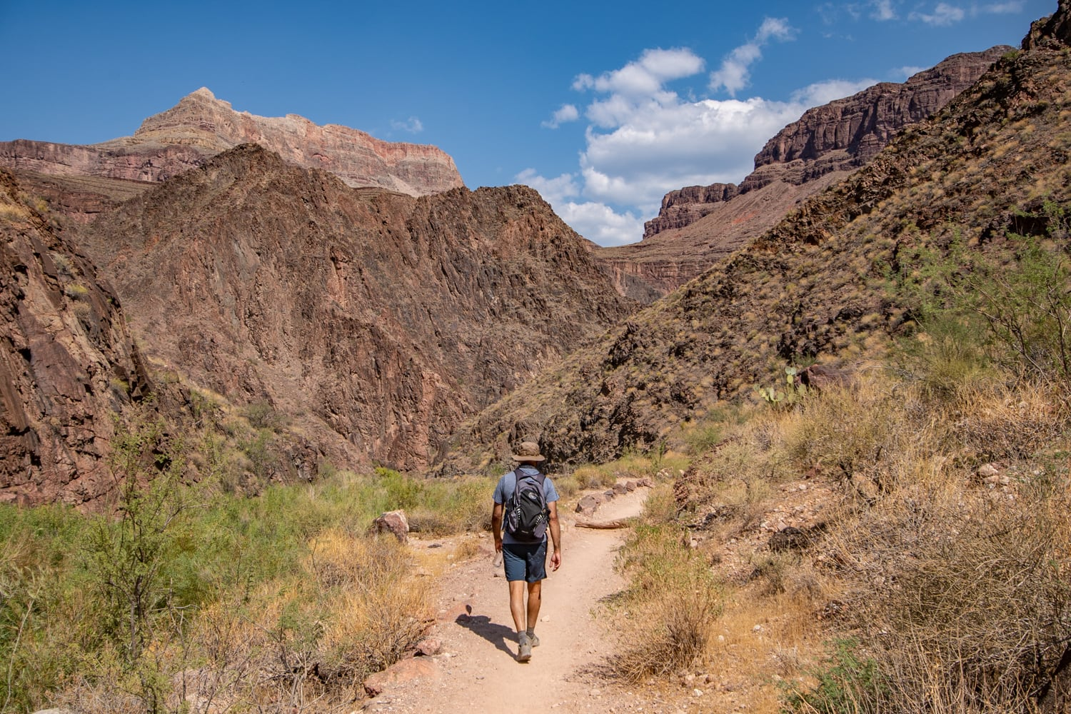 hiking bright angel trail grand canyon