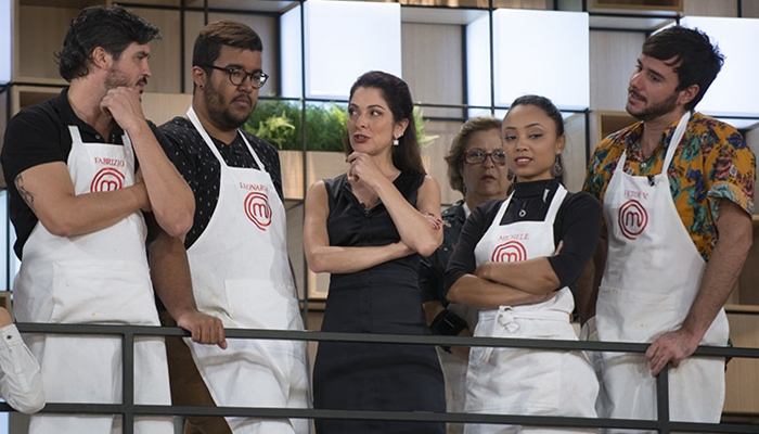 """Ana Paula Padrão e participantes do """"MasterChef"""" (Foto: Carlos Reinis/Band)"""