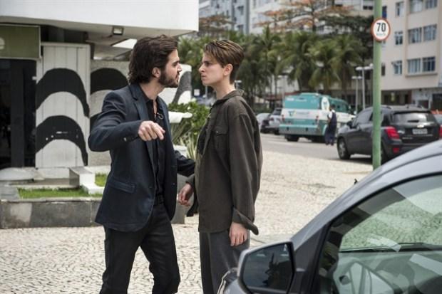 Ruy (Fiuk) repreende Ivan (Carol Duarte) em 'A Força do Querer' (Foto: Globo/Estevam Avellar)