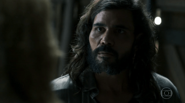 Mariano (Juliano Cazarré) em cena de O Outro Lado do Paraíso (Foto: Reprodução/Globo)