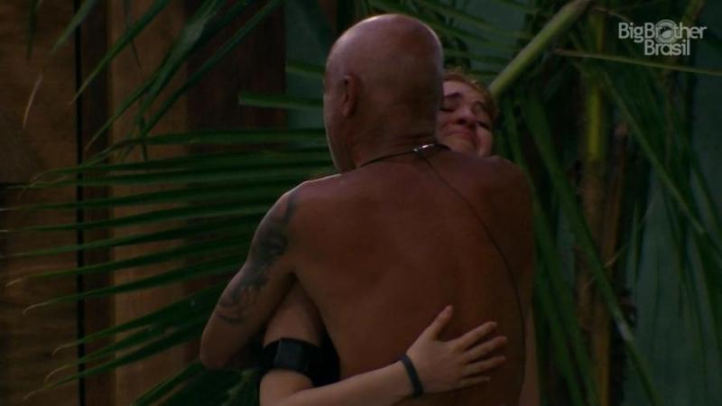 Ayrton chorou de emoção ao abraçar Ana Clara (Foto: TV Globo)
