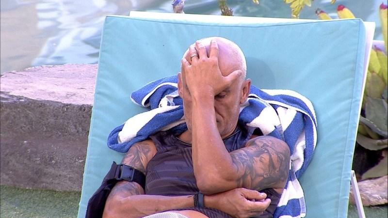 Ayrton chorou preocupado com Ana Clara (Foto: TV Globo)