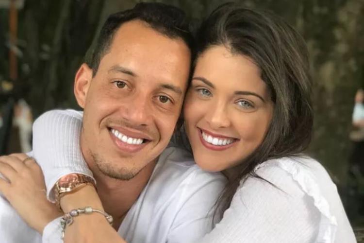 O jogador Rodriguinho com Fernanda Batista, bailarina do Faustão (Foto: Reprodução)