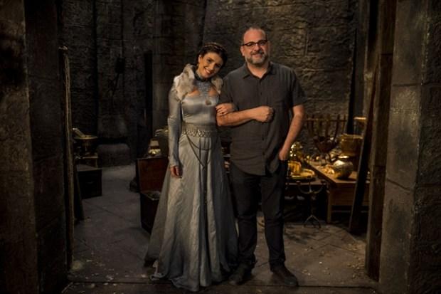 Paula Fernandes (Beatriz) com o diretor artístico Fabrício Mamberti (Foto: Globo/Mauricio Fidalgo)