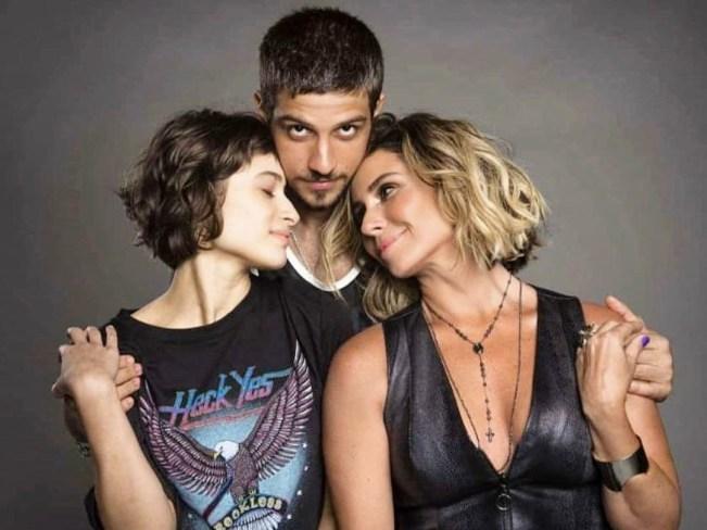 Luzia (Giovanna Antonelli) e os filhos em Segundo Sol (Foto: Reprodução)