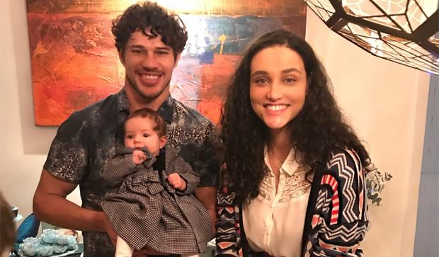 José Loreto e Débora Nascimento com Bella (Foto: Reprodução/Instagram)
