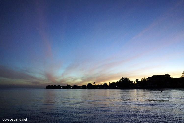 lovina beach à bali : lever du soleil
