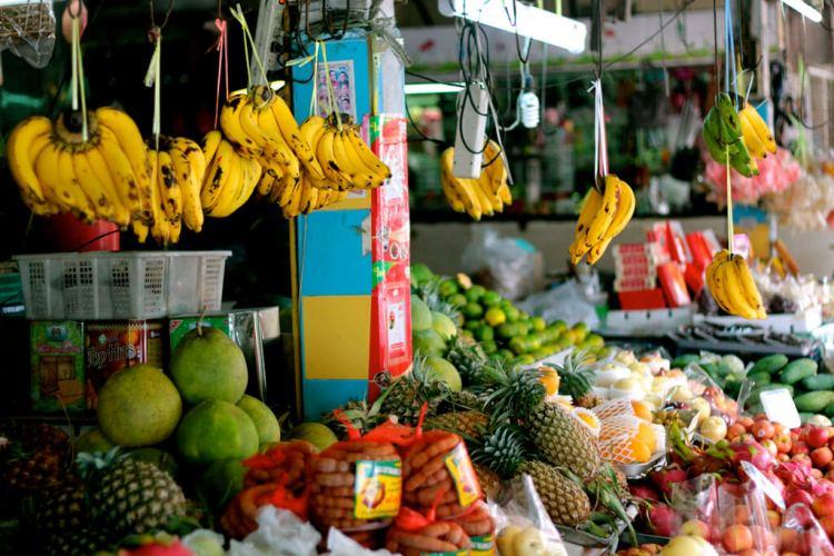 Fruits et légumes sur un étal à Koh Samui