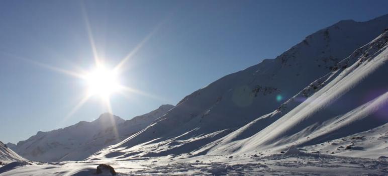 Soleil sur les montagnes d'Argentine