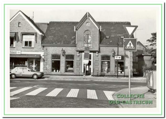 Het pand Dorpsstraat 36 in 1989, nadat Anton de Rooij het in 1977 weer zoveel mogelijk in zijn oorspronkelijk staat had terug laten brengen.