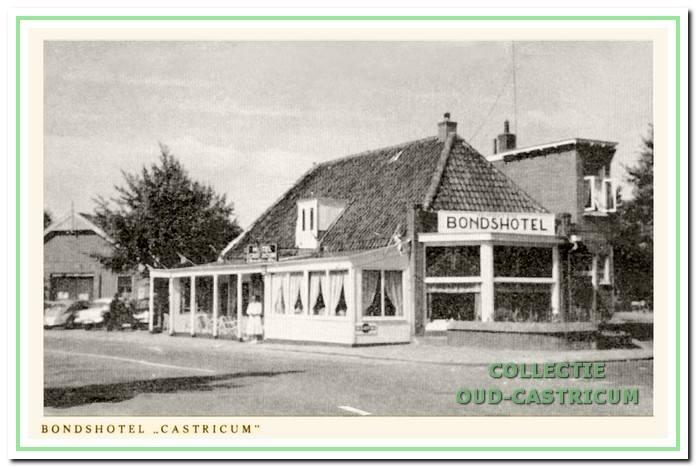 Ansicht uit 1960 met onderschrift Bondshotel 'Castricum'.