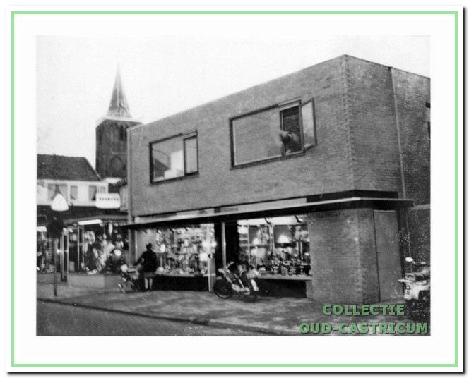 Het nieuwe pand van FotoKino Spaan kort na de opening in 1968.