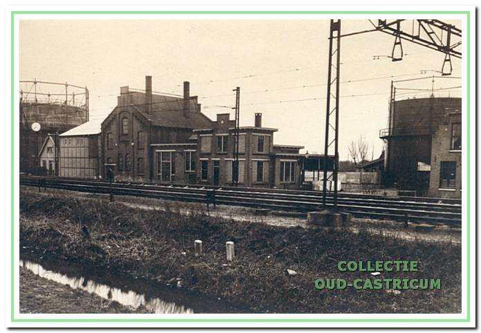 De gasfabriek aan het begin van de Oude Haarlemmerweg omstreeks 1933, gezien vanaf het Schoutenbosch.