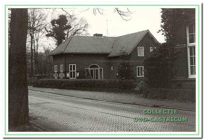 Politie post aan de Van Oldenbarneveldweg 39.