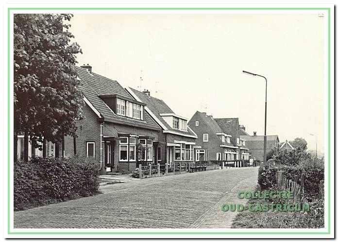 Doorkijk Ruiterweg 45-47-49 in Bakkum, rond 1955.