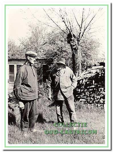 Klaas Veldt en Henk Twisk (bijnaam de Beinzer) kijken terug op hun leven. Ook Twisk was vele jaren lid van de gemeenteraad.