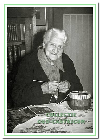 De moeder van Albert, mevrouw Antje Rommel-Vis.