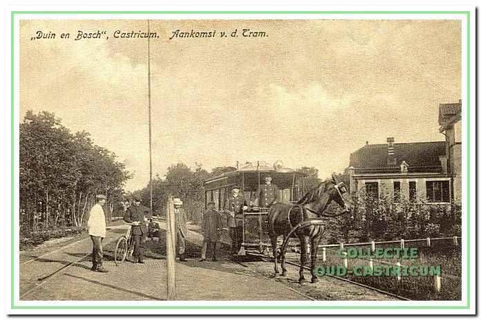 Aankomst van de paardentram op Duin en Bosch.
