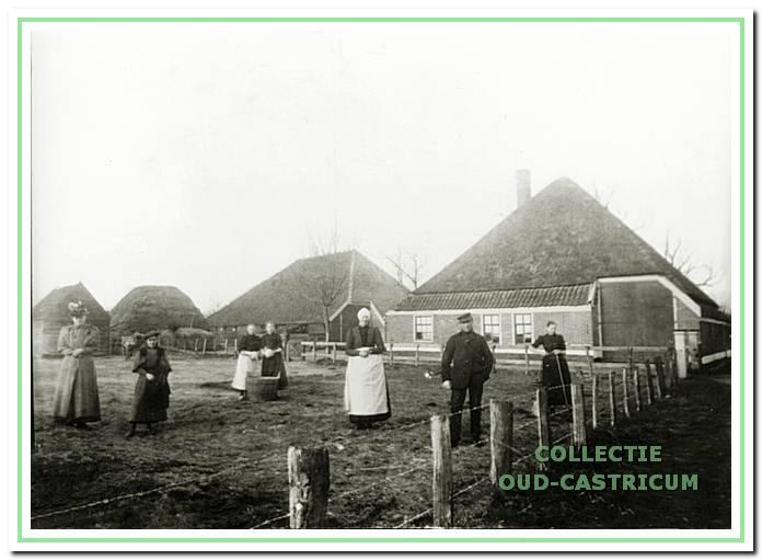 De boerderij van Reinier Duijn. Na de brand in 1930 is deze boerderij afgebroken (zie 45).
