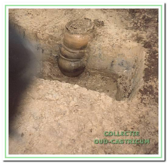 Opgraving van de pottenstapel aan de Rietkamp.