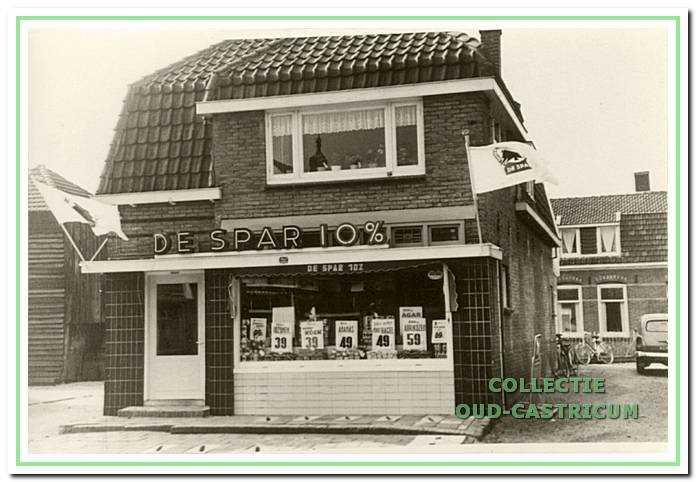 De kruidenierswinkel van Floor Twisk (in 1997 restaurant 'Le Baron', nr 6)