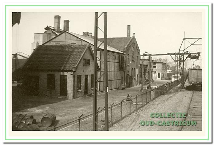 De steenkolen werden per wagon aangevoerd (rechts).