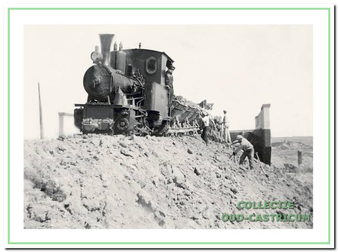 Voor de aanleg van de (op 1 mei 1867 geopende) spoorlijn was veel zand nodig en daarom hebben in Castricum grootscheepse afzandingen plaatsgevonden.