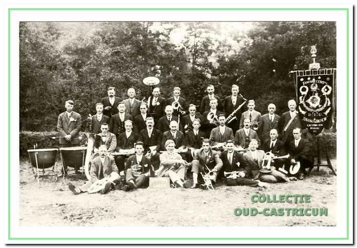 Op 10 september 1929 deed D.I.U. met 31 man mee aan een concours in Laren.