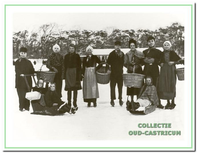 Gekostumeerd schaatsen begin jaren 1940.
