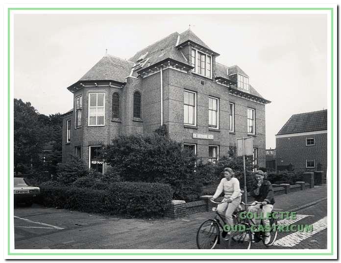 Bejaardenhuis De Hooghe Aert, Dorpsstraat 111 in Castricum.