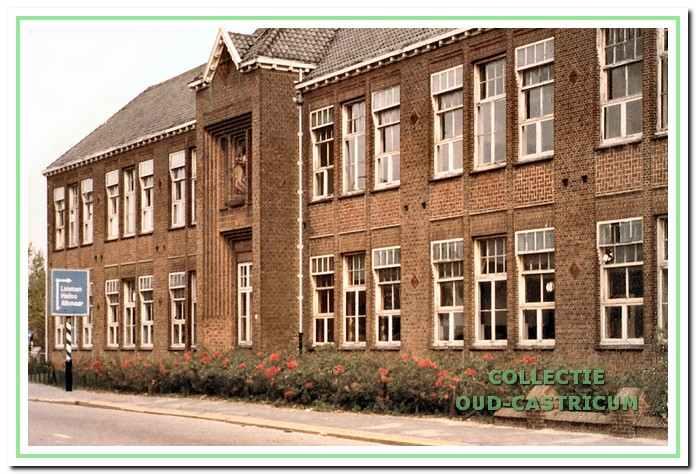Een laatste foto van de Oude Augustinusschool vlak voor de sloop in 1983.